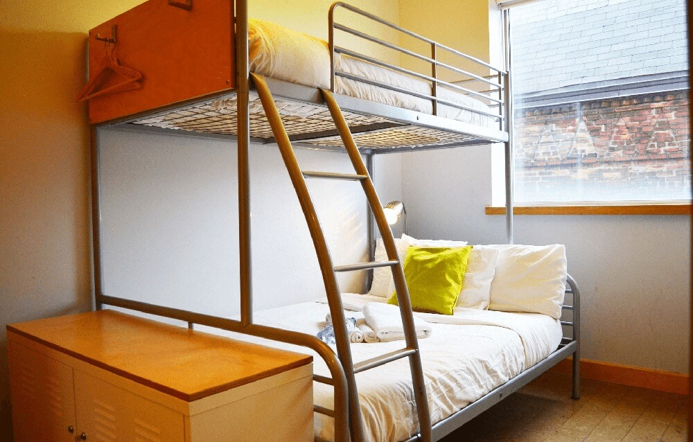 Double + single bed private room in the planet traveler hostel