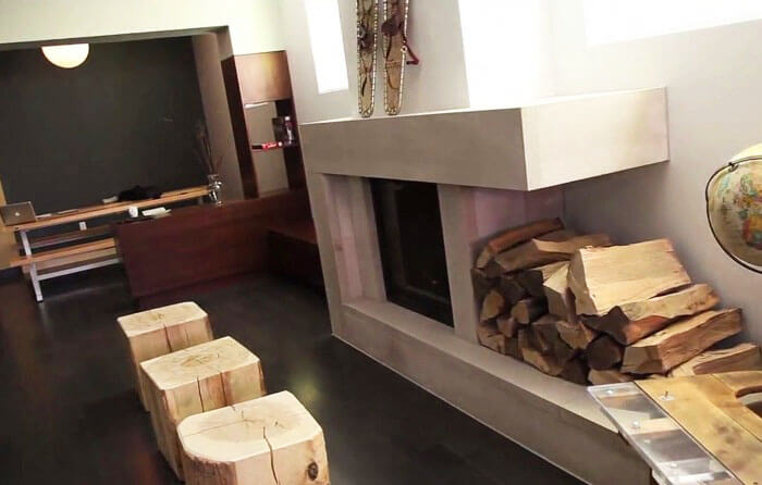 Fire place - Planet Traveler Hostel Toronto